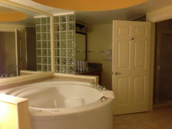 Marriott's Cypress Harbour Villas: Master Bedroom Bathroom