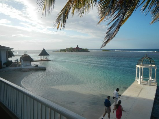 Sandals Royal Caribbean Resort and Private Island : View from Royal Sanctuary 1 br Beachfront Suite