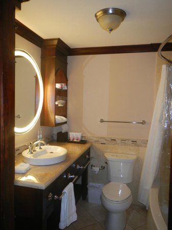 Sandals Royal Caribbean Resort and Private Island: Royal Sanctuary 1 br beachfront suite bathroom