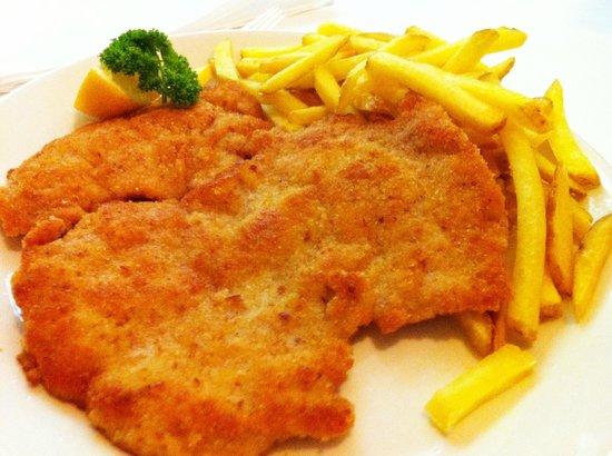 Restaurant Della Casa: Wiener Schnitzel mit Berner frites