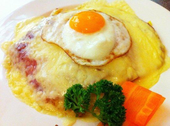 Restaurant Della Casa: Neuenburger Rösti mit Schinken, Käse und Ei