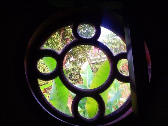 Calabash Cove Resort and Spa : Through the round window