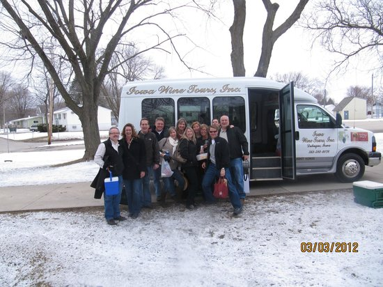 Iowa Wine Tours: Our great bus ride with Dennis