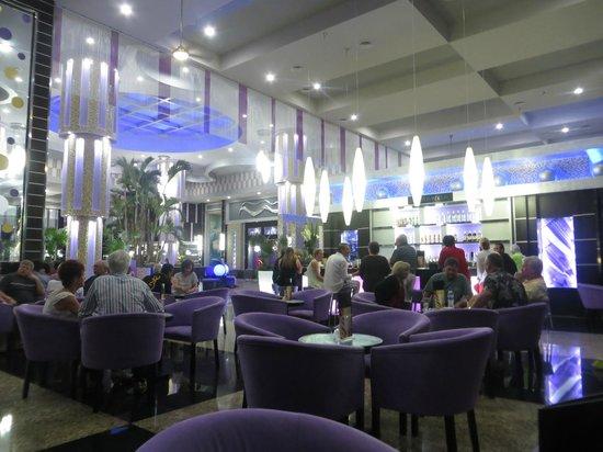 Hotel Riu Palace Peninsula: Bar del lobby