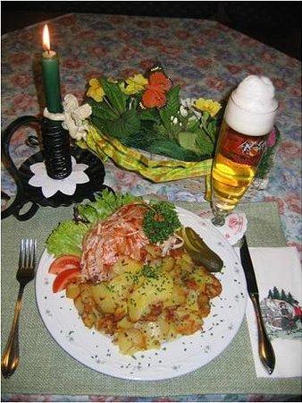 Landgasthof Engel: Wurstsalat mit Bratkartoffeln. Vesper Sonntags ab 14.30 Uhr, Mittwoch bis Samstag ab 17 Uhr.