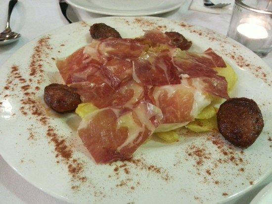 Taberna Luque: Huevos camoeros con jamon y chorizo