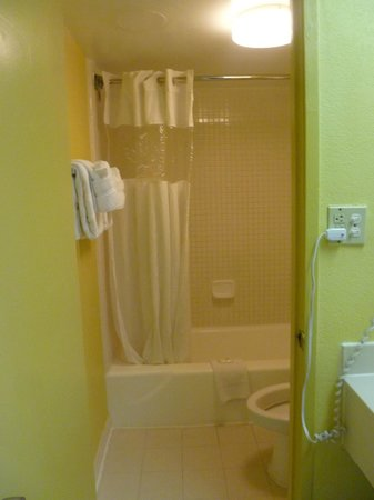 Ramada Kissimmee Gateway: baño