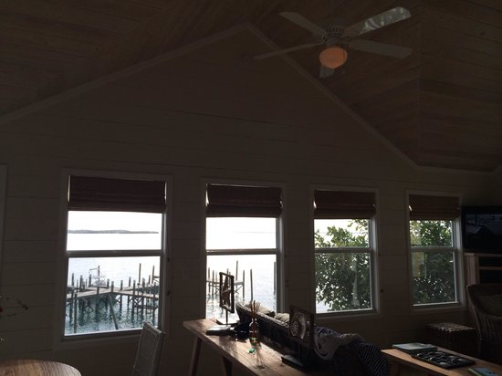 Firefly Bar & Grill : View from mint 2 be cottage
