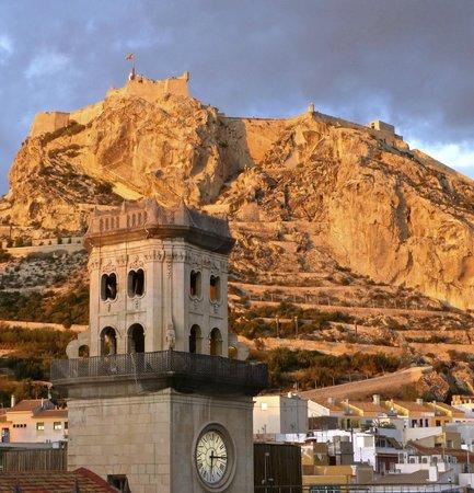 Eurostars Mediterranea Plaza Alicante: Castillo Santa Barbara