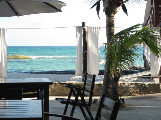 El Dorado Royale, a Spa Resort by Karisma: The ocean from the seating are of the beach bar