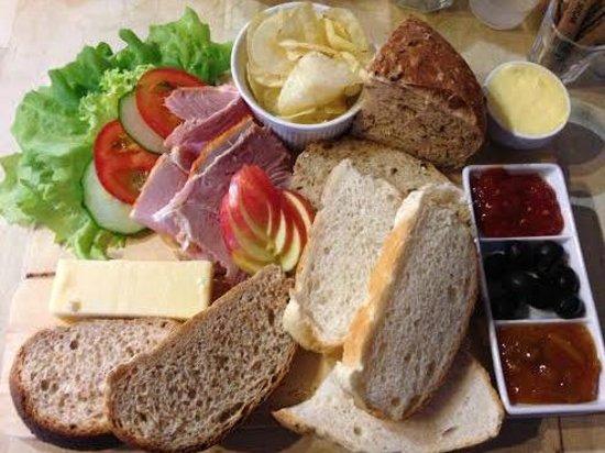 Broughton Village Bakery & Cafe: Ploughmans!