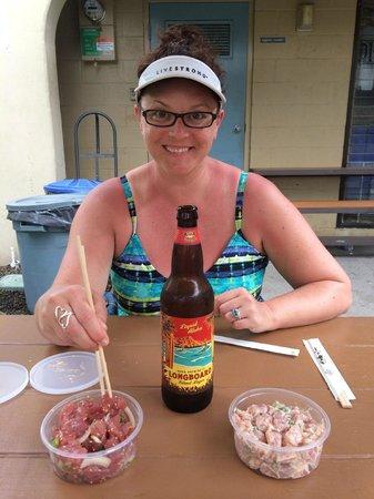 Da Poke Shack: Rustic outdoor seating, amazing food, enjoy a little liquid aloha with the amazing food here!