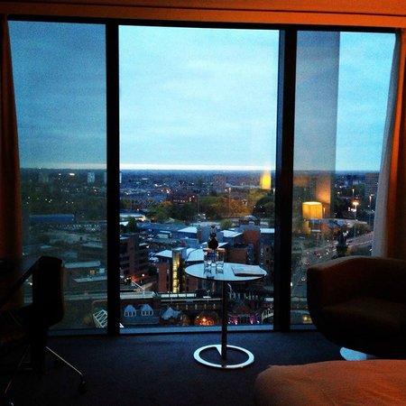 Hilton Manchester Deansgate : Floor to ceiling window