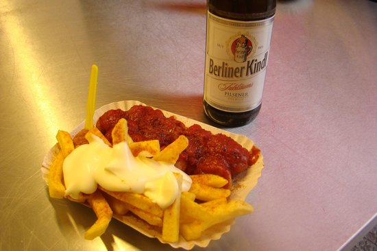 Curry 36 : Currywurst with french fries and beer