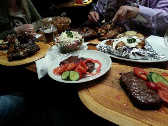 Pod Slavinem: Rumsteak 500gr..mit Kartoffelspalten und Knoblauchsauce...19 € unglaublich