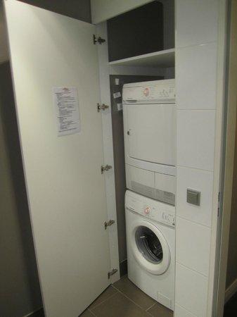 Adina Apartment Hotel Berlin Checkpoint Charlie: Lavatrice ed asciugatrice
