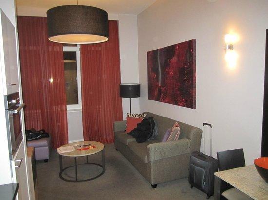 Adina Apartment Hotel Berlin Checkpoint Charlie: Soggiorno