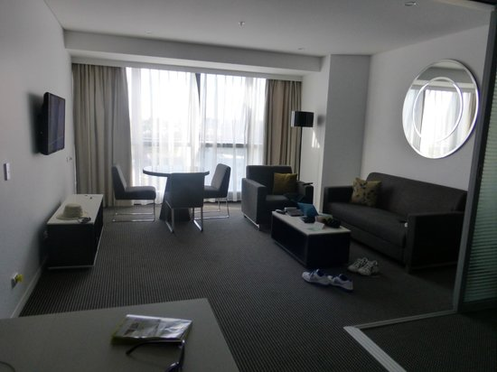 Meriton Serviced Apartments Brisbane on Herschel Street: View of room from kitchen area