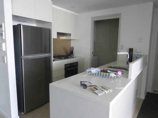 Meriton Serviced Apartments Brisbane on Herschel Street: Kitchen area