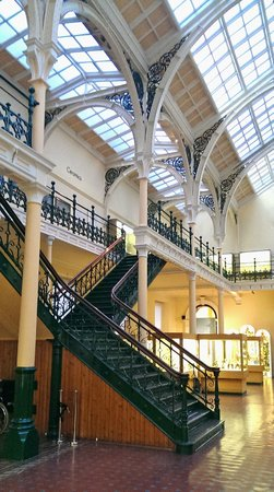 Birmingham Museum & Art Gallery: Another of the hall