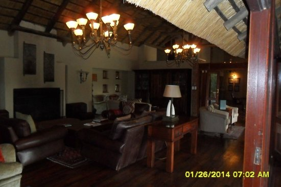 Imbali Safari Lodge: lounge