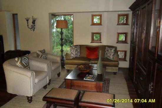 Imbali Safari Lodge: Sitting room