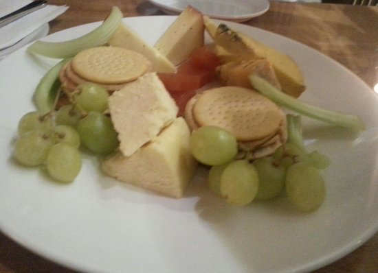 Advocate Arms Hotel: Cheese for two.