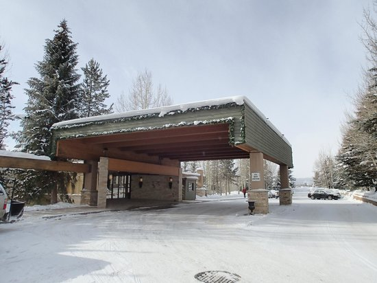 Keystone Lodge & Spa: The covered main entrance (porte-cochère) at the Lodge