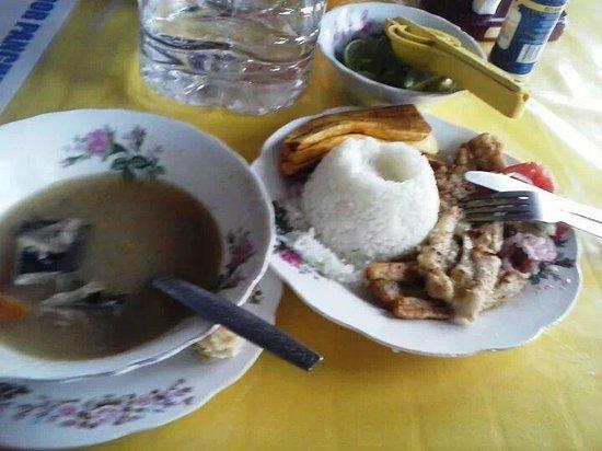 Muyuyo Lodge: almuerzo en ayangue