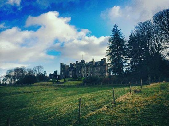 Inverlochy Castle Hotel: Lovely grounds