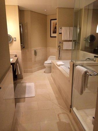 InterContinental Boston: Bathroom
