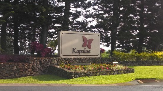The Ritz-Carlton, Kapalua: Entrance to resort commuity where Ritz is located.