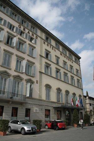 Grand Hotel Minerva : outside of hotel