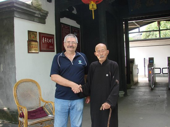 Former residence of Chiang Kai-shek : General Chiang Clone, still wont let go of my hand