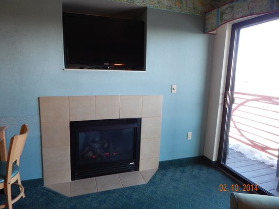 Atlantis Waterpark Hotel & Suites: Fireplace by the Balcony
