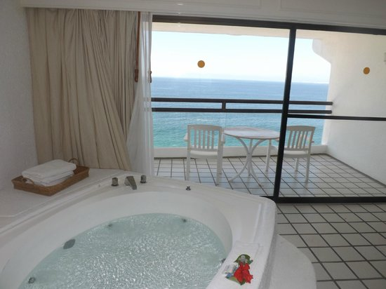 BEST WESTERN PLUS Suites Puerto Vallarta: View from Romance Suite with Jacuzzi