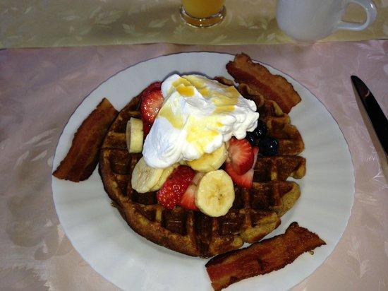 Aloha Guest House: Our Breakfast Waffle