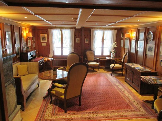 Hotel Monte Rosa: Whymper Room where you can read English newspapers