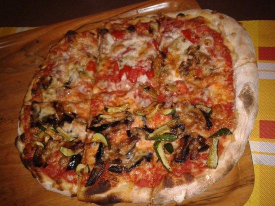 Pizzeria \u0026 Ristorante Degli Amici Ortolana Rossa + Boscaiola