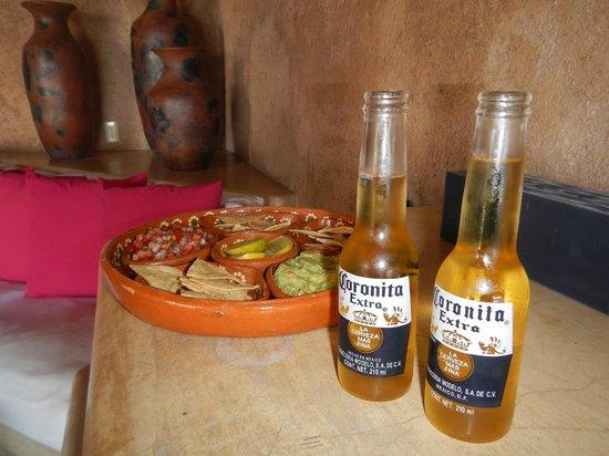 Hotel Cinco Sentidos: Welcoming Cornitas and Snacks