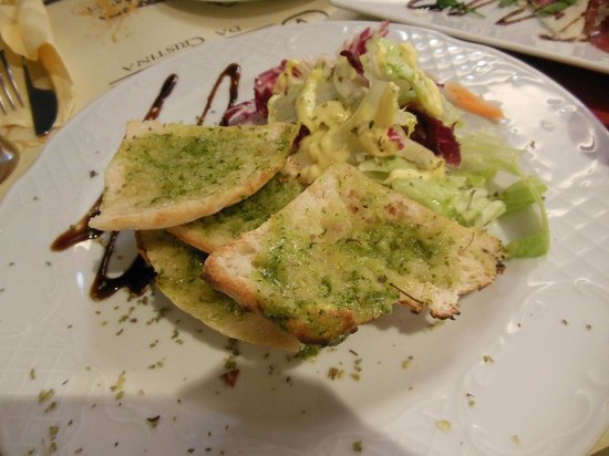 Ristorante Pizzeria Vitaliano: Toasted bread with basil and olive oil
