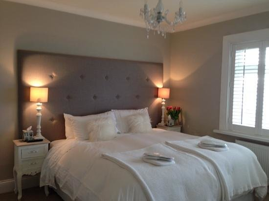 Strandeen Bed and Breakfast : Guest Bedroom with Sea View