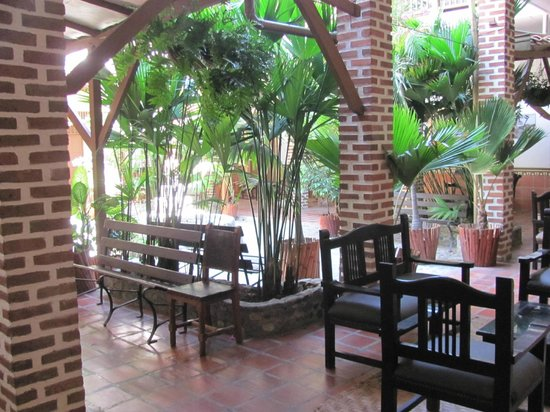 Hotel Caseron Plaza: Outdoor dining