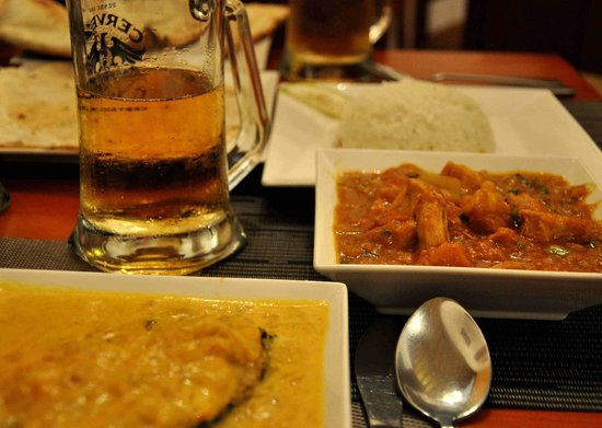 Ganesha Restaurante : Malabar fish curry, chicken jalfrezi and BEER!