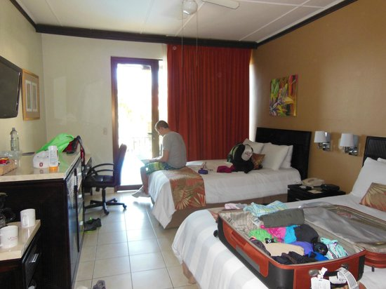 Flamingo Beach Resort & Spa: hotel room-pool view with double beds