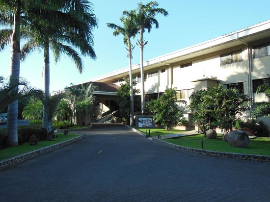 Flamingo Beach Resort & Spa: front of the hotel