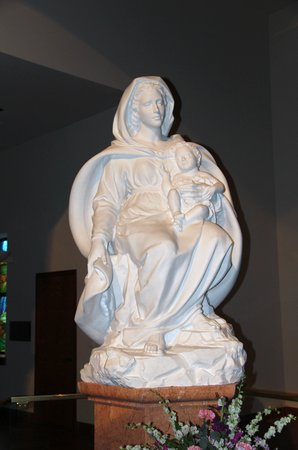 Basilica of the National Shrine of Mary, Queen of the Universe : Modanna and Child