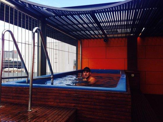 Clarion Hotel Soho: The warm pool :)
