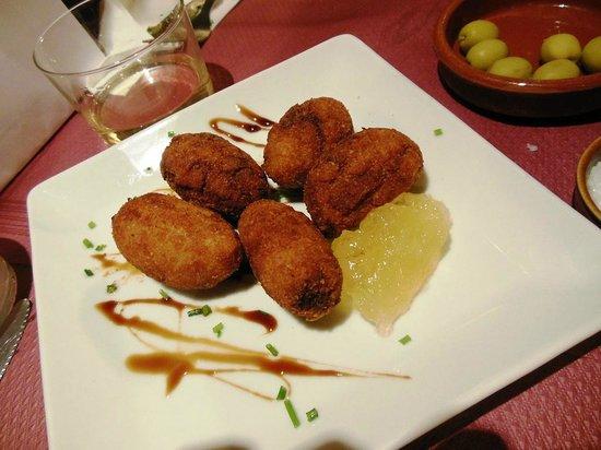 Tapeo de Cervantes: Chiken croquettes