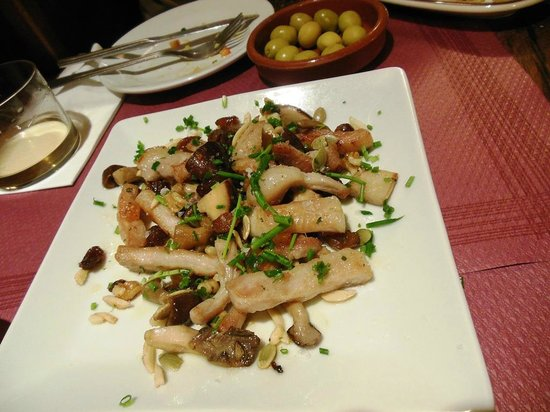 Tapeo de Cervantes: Sautee of Iberian pork and mushroom. This is the best dish of today.
